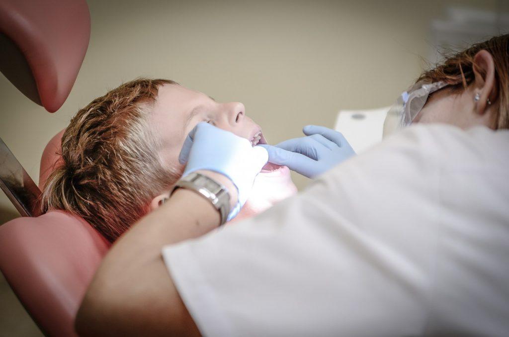 Czy wyrywanie zęba boli?