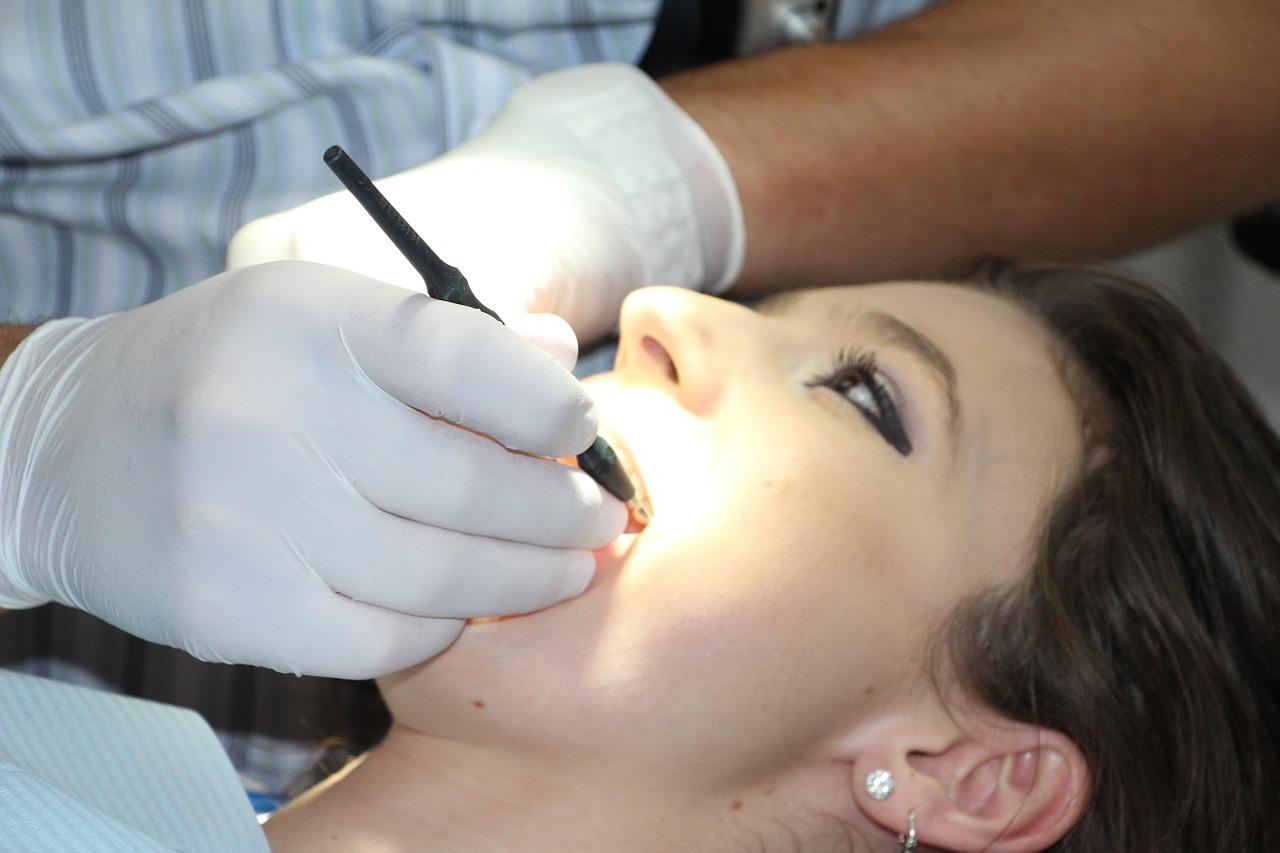 Implanty zębowe – jakie mogą wystąpić powikłania?